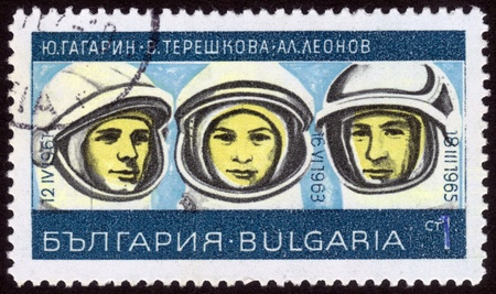 tereshkova: BULGARIA - CIRCA 1967: Un timbro stampato in Bulgaria mostra immagine di un cosmonauti russo Yuri Gagarin e Valentina Tereshkova, Alexei Leonov, serie, circa 1967