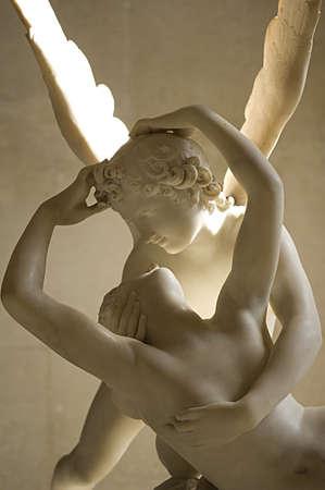 psique: escultura de m�rmol de Cupido y Psique de Antonio Canova, demuestra momento de despertar a Psique por el beso del dios Cupido 1.787 Louvre de Par�s Editorial
