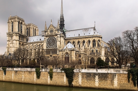 Notre-Dame de Paris in the early spring. View on the Seine, France Stock Photo - 14264310