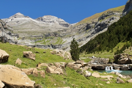 mountain stream in the Pyrenees Standard-Bild