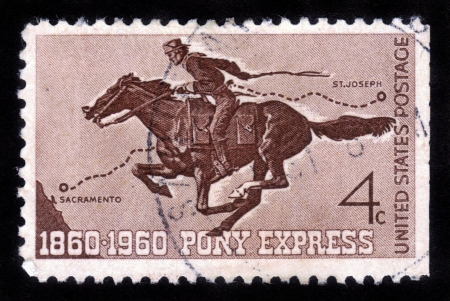 UNITED STATES - CIRCA 1960: A  stamp printed in the United States shows Pony Express Rider, honoring 100 yrs of the Pony Express the first American mail delivery system , circa 1960 Standard-Bild