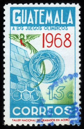 deportes olimpicos: GUATEMALA - CIRCA 1968: Un sello impreso en el Guatemala, muestra s�mbolos ol�mpicos y el ave del para�so, est� dedicada a los Juegos Ol�mpicos de Ciudad de M�xico, alrededor de 1968