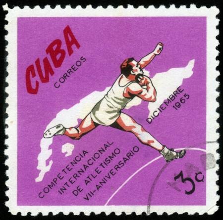 shot put: CUBA-CIRCA 1972: un sello impreso por Cuba, muestra lanzamiento de peso, dedicado competici�n internacional de atletismo, 7 � aniversario, alrededor de 1972