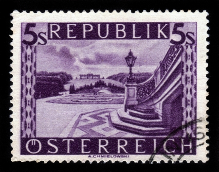 AUSTRIA - CIRCA 1948: A stamp printed in Austria shows image  of Schonbrunn palace gardens in Vienna , circa 1948 Stock Photo - 16127255