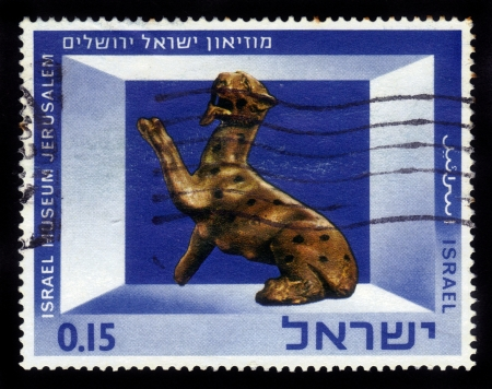 ISRAEL - CIRCA 1966  A stamp printed in Israel, shows Exhibits of the Israel Museum, Jerusalem  Bronze Panther Figurine , series, circa 1966 Stock Photo - 16944488