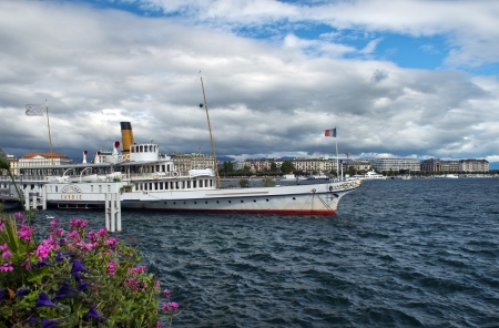 GENEVA, Switzerland - � September 1  cruise ship on Lake Geneva against the background of the city of Geneva, September 1, 2012 at Geneva, Switzerland Stock Photo - 17175924