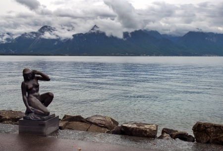 beautiful sculpture of nude girl between France  on the left  and Switzerland  on the right   on lake Geneva from Montreux, Switzerland Stock Photo - 18149766