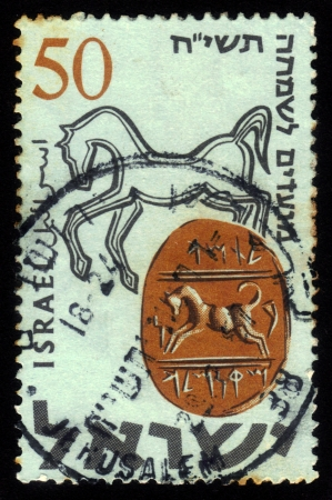 ISRAEL - CIRCA 1957: A stamp printed in Israel, shows ancient hebrew seal from the time of the kings of Israel  -  Tamah son of Miqnemeleh', circa 1957 Stock Photo - 18401631