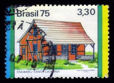 fachwerk: BRAZIL-CIRCA 1975 A stamp printed in Brazil shows enxaimel or fachwerk in santa catarina, circa 1975 Editorial