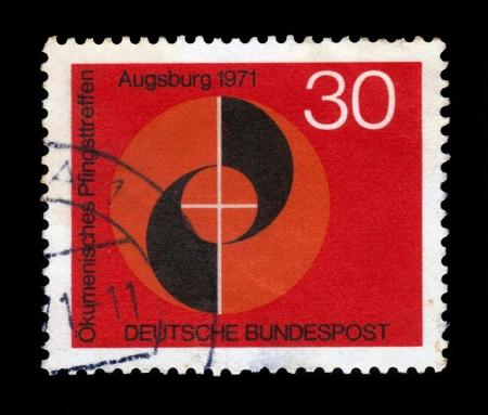 pfingsten: DEUTSCHLAND - CIRCA 1971 eine Briefmarke gedruckt in der Deutschland zeigt Emblem des Kongresses, �kumenische Treffen an Pfingsten der Deutsch evangelischen und katholischen Kirchen, Augsburg, circa 1971 Editorial