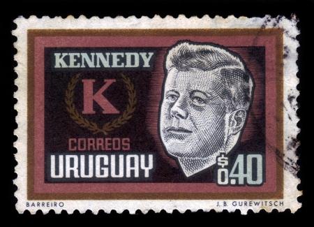 ウルグアイ - ウルグアイによって印刷される 1965年スタンプ年頃ジョンケネディ、年頃 1965 年、アメリカ合衆国の第三十五社長を示しています