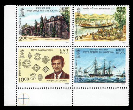 philatelist: Indien - CIRCA 1997 Post Block von vier Briefmarken in Indien gedruckt zeigt Postgeschichte Indiens und Jal Manekji Cooper, Philatelist und ein Experte, circa 1997 Editorial