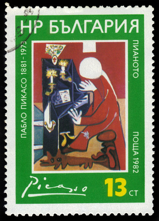 pablo picasso: BULGARIA - CIRCA 1982  a stamp from Bulgaria shows a  painting by artist Pablo Picasso, pianist, circa 1982