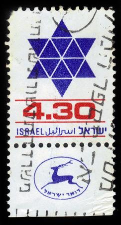 stella di davide: ISRAELE - CIRCA 1980 Un francobollo stampato in Israele mostra stella a sei punte, David Shield, circa 1980 Editoriali