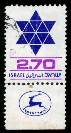 stella di davide: ISRAELE - CIRCA 1979 Un francobollo stampato in Israele mostra stella a sei punte, David Shield, circa 1979 Editoriali