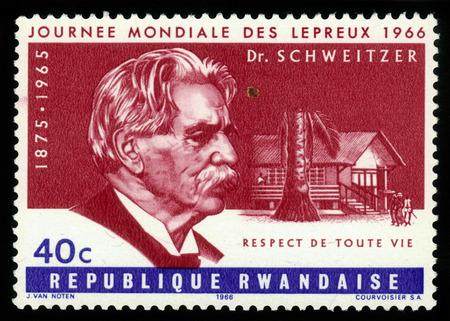 lepra: RUANDA - CIRCA 1966: un sello impreso por Ruanda, muestra m�dico Albert Schweitzer, fue un te�logo alem�n, organista, fil�sofo, m�dico y m�dico misionero en �frica, la serie D�a Mundial de la Lepra, alrededor del a�o 1966 Editorial