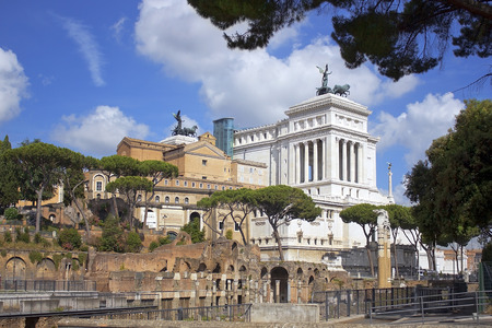 altar of fatherland: views of the Capitol and the monument of Vittorio Emanuele II (Vittoriano), better known as the Altar of the Fatherland from the ruins of the Forum Romano, Rome, Italy