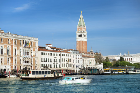 vecchie: ITALY, VENICE - November 20: gorgeous cityscapes of Venice - Mistress of the Adriatic, pearl of Italy  on November 20, 2014 in Venice