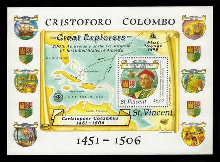 descubridor: San Vicente y las Granadinas - alrededor de 1988: hoja bloque impreso en San Vicente muestra el escudo de armas, retrato de Crist�bal Col�n, el primer viaje, alrededor de 1988