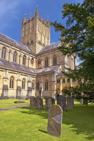 wells: Wells Cathedral Cathedral Church of Saint Andrew, Wells Abbey and old cemetery, Somerset, England Stock Photo