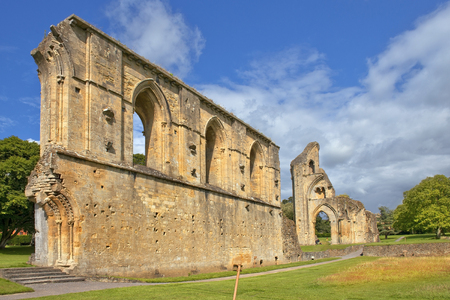 abbey ruins abbey: ruins of Glastonbury Abbey, was a monastery in Glastonbury, Somerset, England Stock Photo