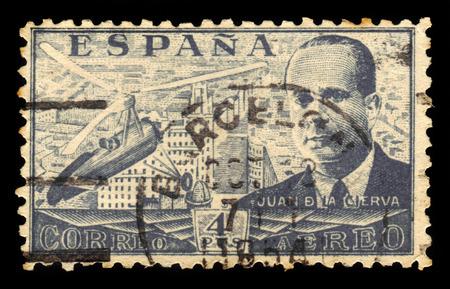 ingeniero civil: ESPA�A - CIRCA 1939: Un sello impreso por Espa�a, muestra Juan de la Cierva y Autogiro, era un ingeniero civil espa�ola, piloto e ingeniero aeron�utico, gris, alrededor de 1939