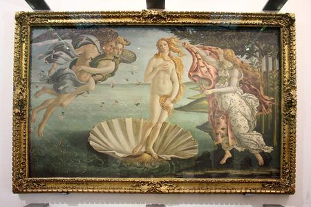 nacimiento: FLORENCIA, ITALIA - 20 enero 2016: Nacimiento de Venus, la pintura de Sandro Botticelli, en exhibición en la Galería de los Uffizi (Galleria degli Uffizi), Florencia, Italia Editorial