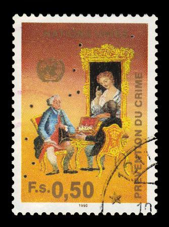 united nations: Naciones Unidas, Ginebra - alrededor de 1990: un sello impreso en Ginebra muestra a la gente con trajes del siglo 18, dedicada a la lucha contra el crimen Congreso, alrededor de 1990