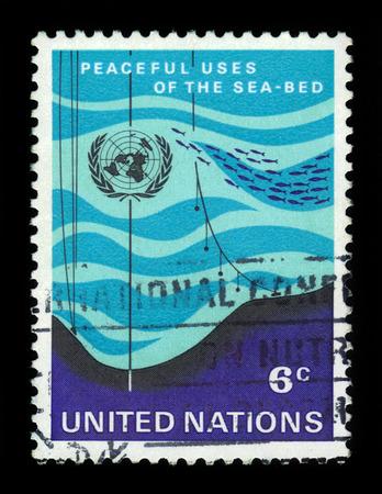 united nations: Naciones Unidas, Ginebra - alrededor de 1971: un sello impreso en Ginebra muestra el uso pacífico del fondo del mar, alrededor del año 1971