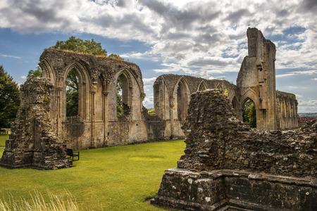 ruins of Glastonbury Abbey, was a monastery in Glastonbury, Somerset, England 스톡 콘텐츠