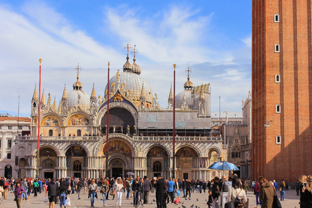 procuratie: VENICE, ITALY - 11 OCTOBER 2016: thousands of tourists on the San Marco square and Basilica of Saint Mark in the background on October 11 2016
