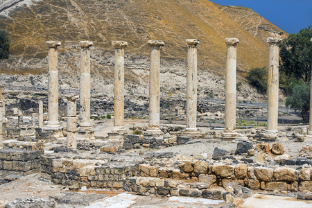 ancient street and columns in archaeological site Scythopolis, Beit Shean National Park, Israel Imagens - 76556780
