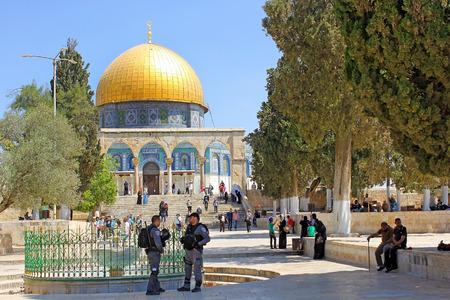 JERUSALEM, ISRAEL - June 15, 2017: israeli police keep order on the Temple Mount, Old City of Jerusalem, Israel Editorial
