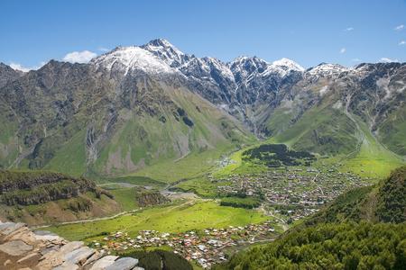 landschap in de bergen van de Kaukasus, Kazbegi regio, Georgië