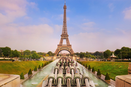 view of the Eiffel Tower and Fountain of Warsaw from Trocadero gardens, Paris, France Zdjęcie Seryjne