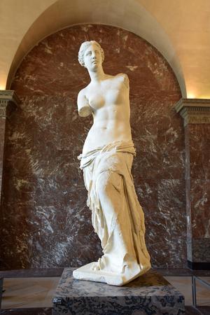 PARIS, FRANCE - MAY 23, 2018: ancient greek sculpture Venus de Milo (Aphrodite of Milos) by Alexandros of Antioch in the Louvre Museum in Paris, France Редакционное