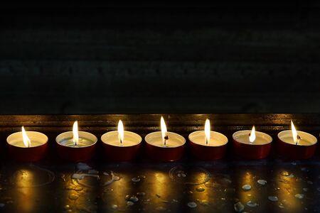 burning memorial candles Stockfoto