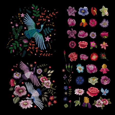 Reihe von Blumen. Traditionelle Volksmode-Stickerei auf schwarzem Hintergrund. Stiefmütterchen, Rosen, Hundsrose, Kaktus, Pflanze. Vektor. Skizze für den Druck auf Kleidung