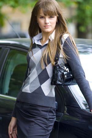 businesswoman suit: de negocios cerca de coche  Foto de archivo