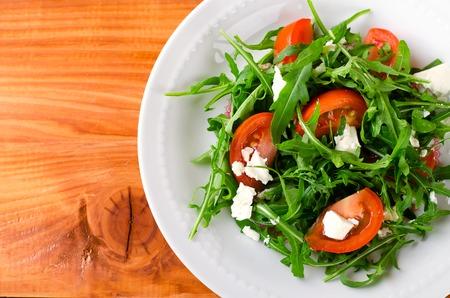 Green salad with arugula, tomato and feta cheese. Italian cuisine Standard-Bild