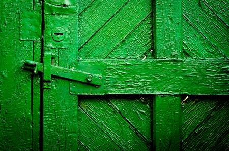 puertas antiguas: Las puertas de madera de época antiguos, color verde