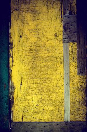 arcos de piedra: Las puertas de madera vieja de la vendimia, de color verde y amarillo