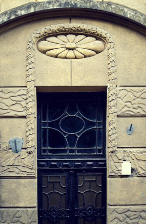 puertas de madera: Las puertas de madera de época antiguos, fachada grunge