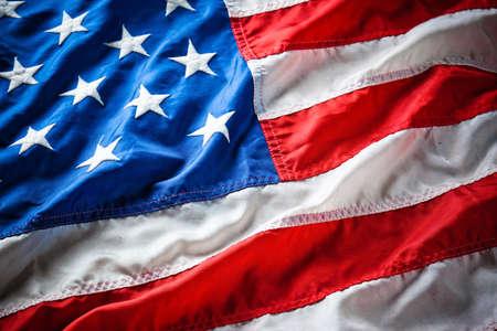 julio: aleteo de la bandera de Estados Unidos con onda