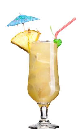 bebidas alcoh�licas: vaso de coctel aislado sobre fondo blanco