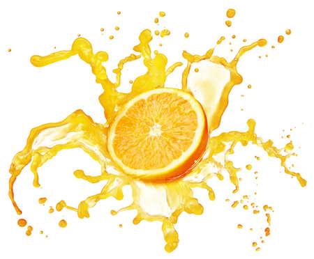 jus orange glazen: jus d'orange splash op wit wordt geïsoleerd
