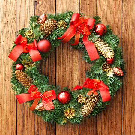 pine wreath: Christmas wreath on the wood door