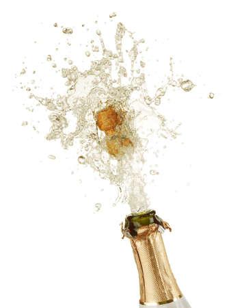 botella champagne: Close-up de la explosión de corcho de botella de champagne