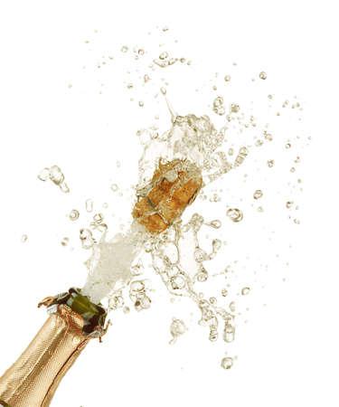 brindisi champagne: Close-up di esplosione di sughero bottiglia di champagne
