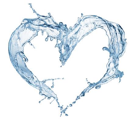 白で隔離される気泡と水のしぶきからの心
